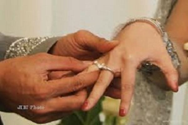 pernikahan aneh