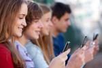 media-sosial-ponsel-300x211