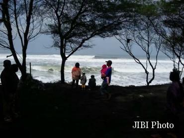Ombak Di Pantai Baru Berangsur Surut Star Jogja Fm