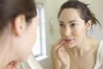 Ilustrasi-wanita-bercermin.-Scoopwhoop.com_