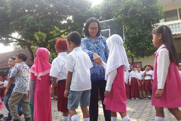 Guru Honorer Gunungkidul Kembali Mengajar