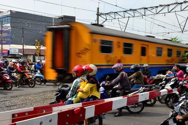 kereta-api-perlintasan