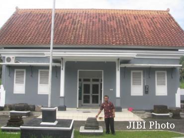 Museum-sejarah-purbakala-Pleret-berdiri-di-bekas-area-Kraton-Pleret-370x277