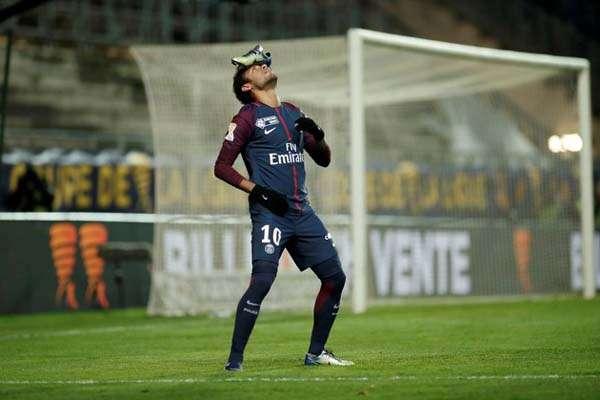 Neymar Rela Gaji Dipangkas