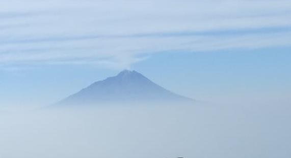 puncak gunung dikeramatkan