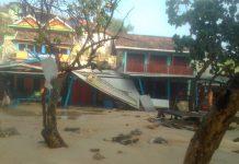 Gelombang besar menghantam pesisir selatan Kabupaten Gunung Kidul, sebabkan berbagai kerusakan.