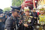 Kapolri Tito Karnavian dan Istri Tampil ala Suku Dayak di HUT Ke-73 RI