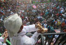 Ribuan warga berebut Apem Usai Kirab Pusaka Ki Ageng Wonolelo