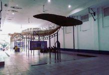 Pengunjung museum dewasa muda