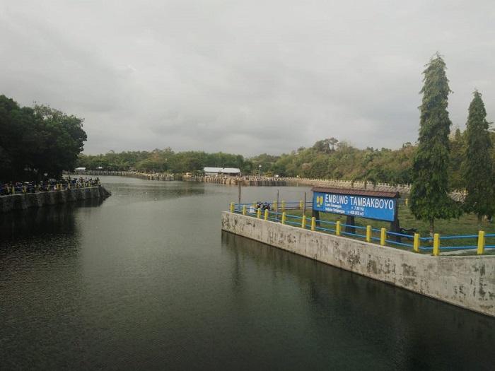 sumber air Girisubo