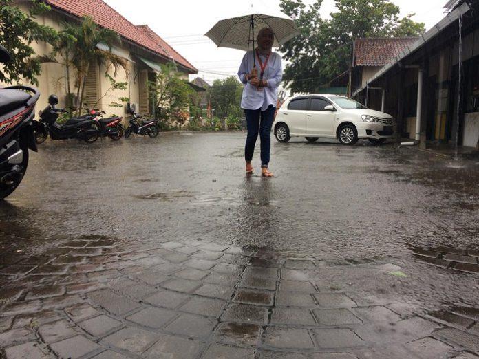 Malam Jumat Kliwon hujan turun