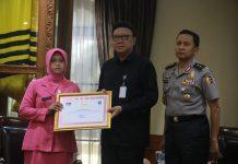 Mendagri Beri Penghargaan Bagi Anggota Polri yang Gugur di Pelaksanaan Pemilu