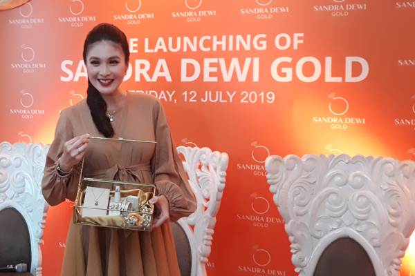 Sandra Dewi Gold