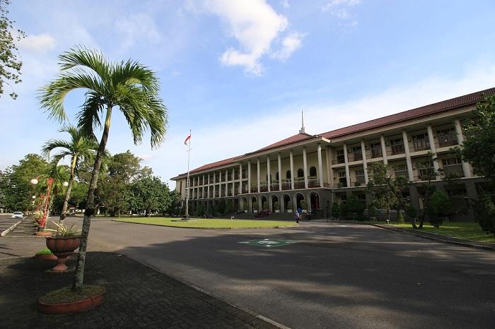 UGM Universitas Dunia