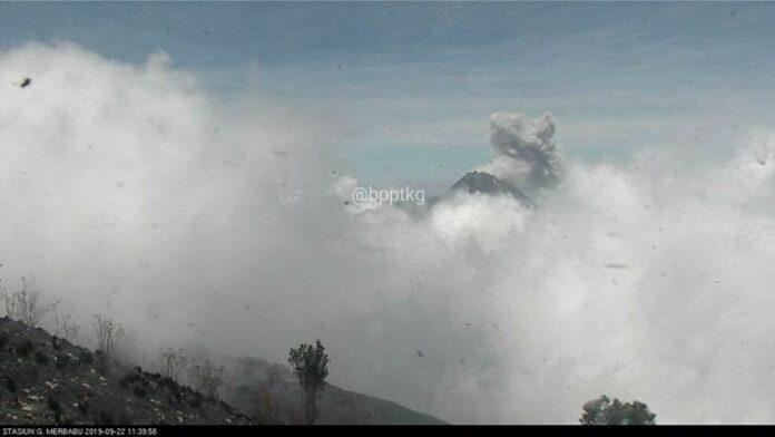 letusan kecil Gunung Merapi