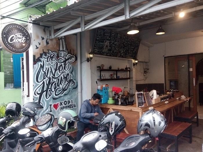 kopi sore di selatan Stasiun Tugu