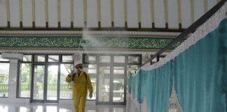 250 Masjid Disemprot Disinfektan