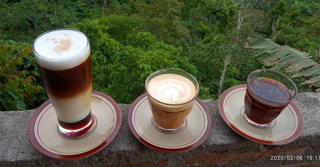 kembung minum kopi