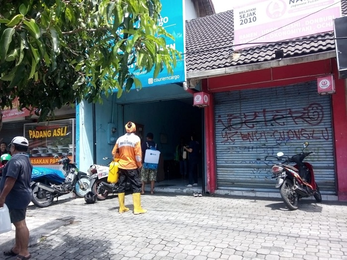 warga Jogja  mandiri menyemprot