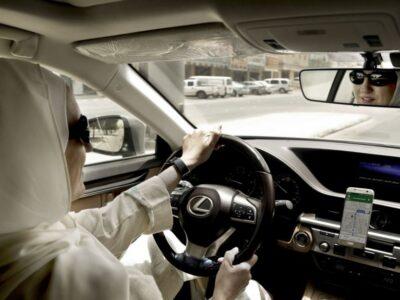 perempuan afganistan menyetir
