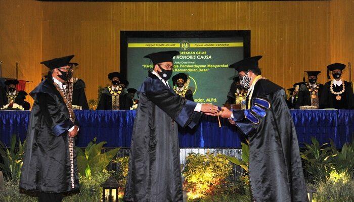 doktor honoris causa (HC)