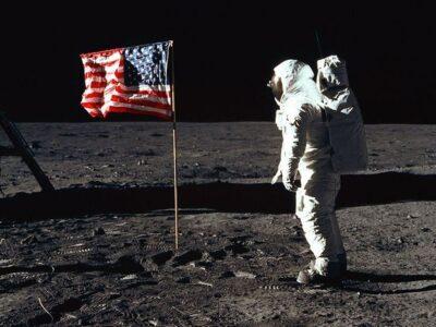 Pendaratan Perempuan di Bulan