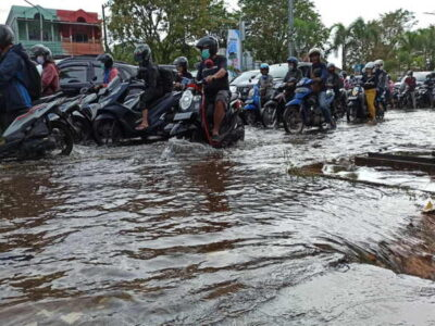 sepeda motor banjir
